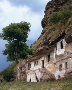 Скальный монастырь ХYI-XYII в. Село Цыпово.